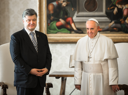 VATICAN CITY, VATICAN  - Nov 20, 2015: President of Ukraine Petro Poroshenko and Pope Francis, during a meeting in Vatican Редакционное