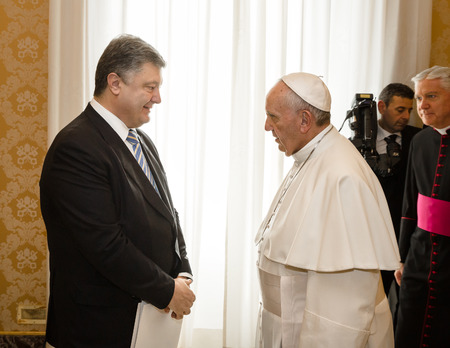 papal audience: VATICAN CITY, VATICAN  - Nov 20, 2015: President of Ukraine Petro Poroshenko and Pope Francis, during a meeting in Vatican Editorial