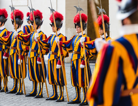 VATICAN CITY, VATICAN - Nov 20, 2015: Papal Swiss Guard in uniform. Currently, the name Swiss Guard generally refers to the Pontifical Swiss Guard of the Holy See stationed at the Vatican in Rome 報道画像