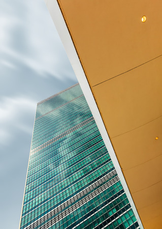NEW YORK, USA - 20 settembre 2016: Palazzo delle Nazioni Unite a New York, è la sede dell'Organizzazione delle Nazioni Unite. tendenza prospettive uniche