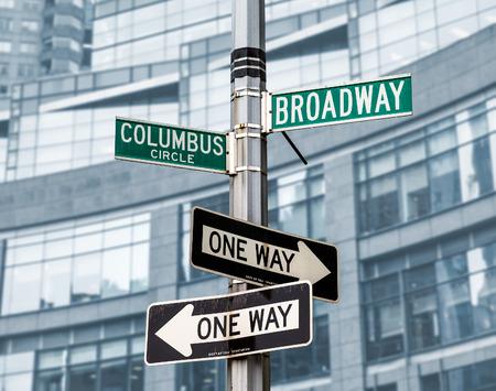 ブロードウェイ、コロンバス サークル、マンハッタン、ニューヨーク、ニューヨーク、アメリカ合衆国 - 2016 年 5 月 1 日: ストリート ・ サイン