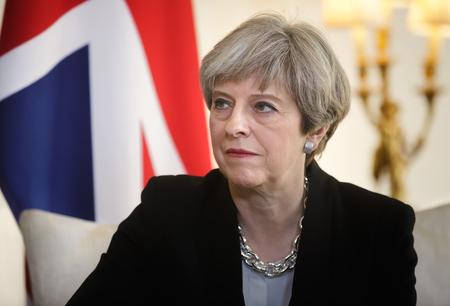 LONDRES, Royaume-Uni - 10 avr. 2017: Premier ministre du Royaume-Uni Theresa May lors d'une réunion officielle avec le président de l'Ukraine Petro Poroshenko au 10 Downing Street à Londres Banque d'images - 76377884