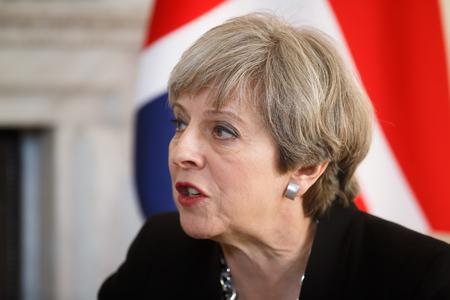 LONDEN, Verenigd Koninkrijk - 10 april 2017: Premier van het Verenigd Koninkrijk Theresa May tijdens een officiële ontmoeting met de president van Oekraïne Petro Poroshenko op 10 Downing Street in Londen