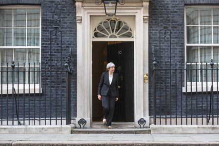 LONDON, Wielka Brytania - 10 kwietnia 2017: Premier Wielkiej Brytanii Theresa May podczas oficjalnego spotkania z Prezydentem Ukrainy Petro Poroszenko przy 10 Downing Street w Londynie Publikacyjne