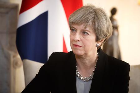 LONDON, Wielka Brytania - 10 kwietnia 2017: Premier Wielkiej Brytanii Theresa May podczas oficjalnego spotkania z Prezydentem Ukrainy Petro Poroszenko przy 10 Downing Street w Londynie