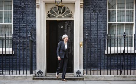 イギリス テレサ ロンドンのダウニング街 10 番地でウクライナ石油 Poroshenko の大統領の公式の会議中に 5 月のロンドン、イギリス - 2017 年 4 月 10 日: