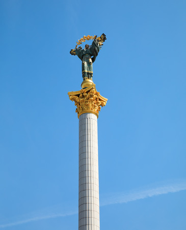 angel de la independencia: KIEV, UKRAINE - May 05, 2017: Independence Monument is a victory column located on Maidan Nezalezhnosti (Independence Square) in Kiev and is commemorated to the Independence of Ukraine
