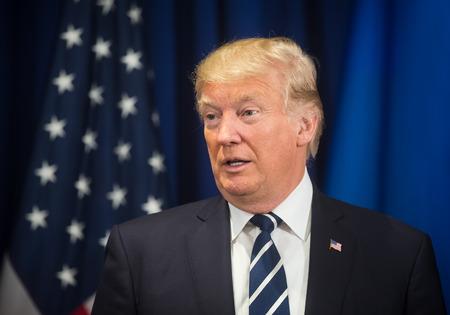 뉴욕, 미국 - 2019 년 9 월 21 일 : 뉴욕의 도널드 트럼프 (Donald Trump) 미 대통령과 우크라이나의 페트로 포로 센코 (Petro Poroshenko) 대통령과의 만남 에디토리얼