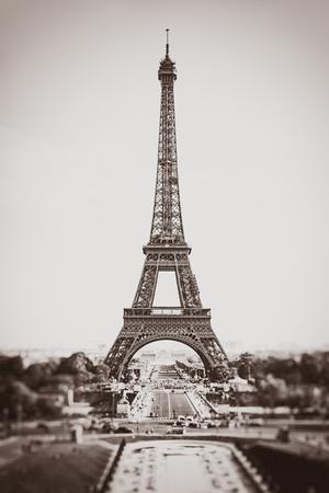 Eiffel Tower in Paris, France. Old photo stylization, film grain added. Sepia toned. Vintage, retro style 版權商用圖片
