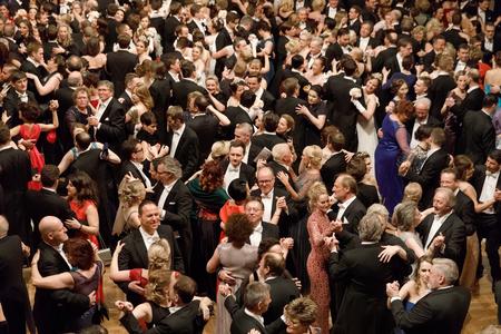 비엔나, 오스트리아 -2 월 9 일 : 비엔나 오페라 볼은 비엔나에서 비엔나 국가 오페라의 건물에서 일어나는 연례 오스트리아 사회 이벤트