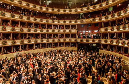VIENNA, AUSTRIA - Feb 09: Vienna Opera Ball is an annual Austrian society event which takes place in the building of the Vienna State Opera in Vienna Banco de Imagens - 96948900