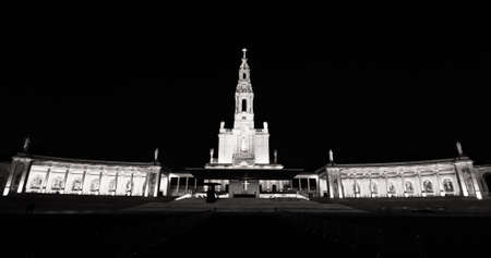 Basilica of the Sanctuary of Our Lady of Fatima. The Fatima Sanctuary And Pilgrimage Destination In Portugal. Black and white image 新聞圖片