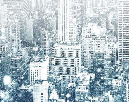 Winter in New York City. Falling snow in NYC. Winter Manhattan in the snowfall Standard-Bild
