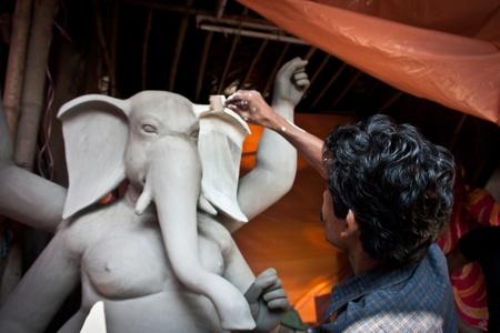 Kumartuli, kolkata (India), 27 october, 2011 - Traditional Idol making - 004
