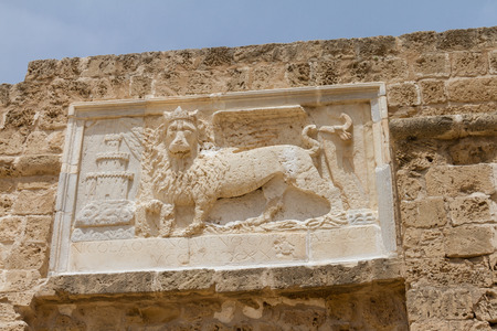 leon alado: Sculpture of the winged lion of St Mark on Othello Tower in Medieval city of Famagusta,Cyprus Foto de archivo