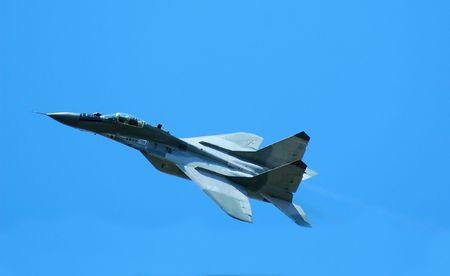 jetplane: jetplane opposto cielo blu