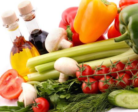 Aufbau mit Gemüse und Salat-Dressing Lizenzfreie Bilder