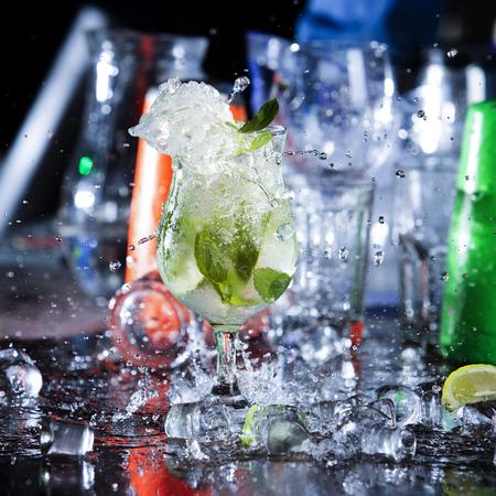 cocktail mojitos with splash Standard-Bild