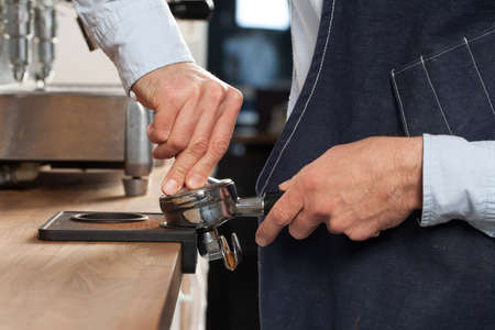 Barista preparing espresso Standard-Bild