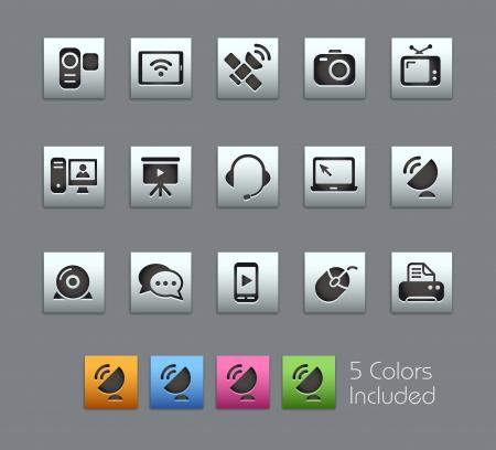 Iconos de la comunicación - archivo vectorial incluye 5 versiones de color para cada icono en diferentes capas Ilustración de vector