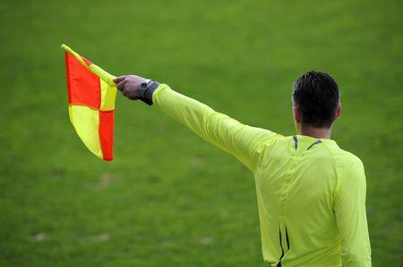 Arbitragedoeleinden signalering van de zijlijn van een voetbalwedstrijd