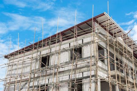 Gebäude mit Baugerüst errichtet Standard-Bild - 31063977