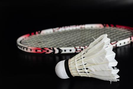 Schläger und Federball für Badminton Sport. Standard-Bild - 49117609