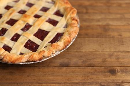 Homemade Cherry Pie in a Foil Baking Tin Stockfoto