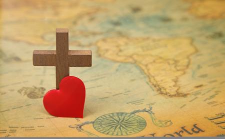 Para Deus amou o mundo - Uma cruz num mapa do mundo rústico