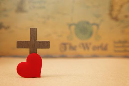 神が世界を愛してくださったために - 素朴な世界地図上の十字架