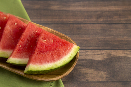 Fresh Seedless Summer Watermelon on a Wooden Table Banco de Imagens