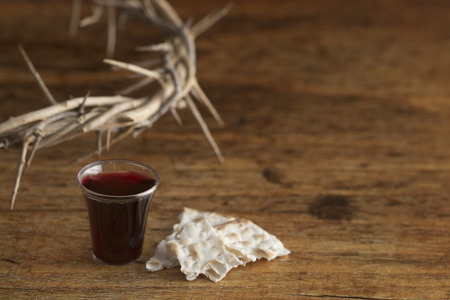 Christian Communion on a Wooden Table Imagens
