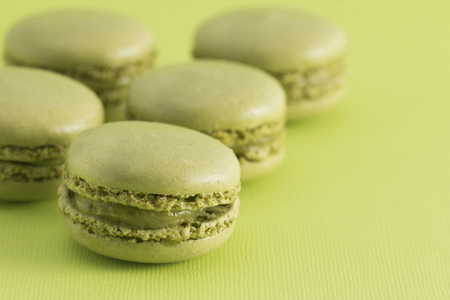 Green French Macarons on a Green Background Foto de archivo
