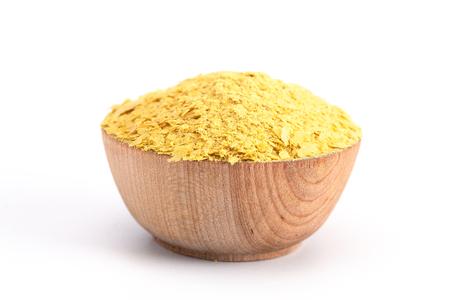 Flocons de levure nutritionnelle jaune, un substitut de fromage et un assaisonnement pour la cuisine végétalienne