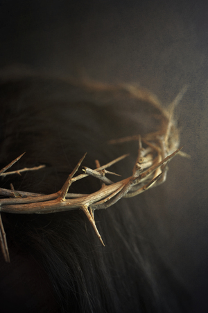 A Close Up of Jesus Wearing the Crown of Thorns Standard-Bild