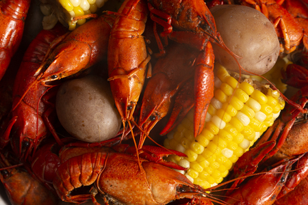 Crawfish Boil with Corn on the Cob and Potatoes Imagens