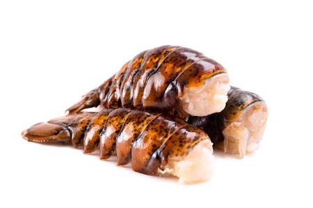 Contes de homard cru isolé sur fond blanc Banque d'images