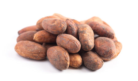 A Pile of Raw Cocoa Beans Isolated on a White Background Foto de archivo - 122562895