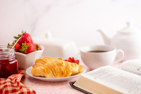 Personal Bible Study at a Table Set for Breakfast 免版税图像