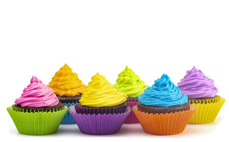 Rainbow Colored Frosted Chocolate Cupcakes Isolated on a White Background Standard-Bild