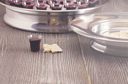Table Set for Communion or the Lords Supper a Christian Remembrance of Jesus Death Archivio Fotografico