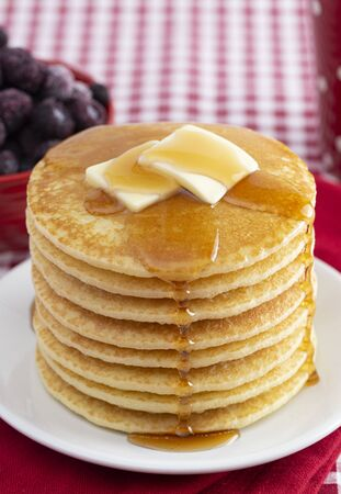 Stack of Freshly Made Pancakes on a Gingham Tablecloth 版權商用圖片
