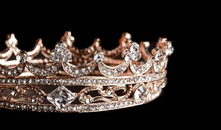 Rose Gold Crown Isolated on a Black Background Stockfoto