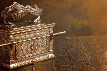 The Ark of the Covenant in Dramatic Sunlight Imagens