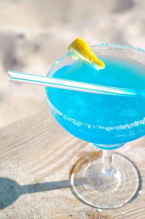 daiquiri alcohol: Blue daiquiri cocktail on beach