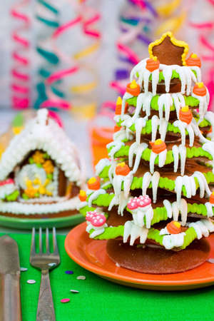 lacet: Served Gingerbread Christmas tree and house  Stock Photo