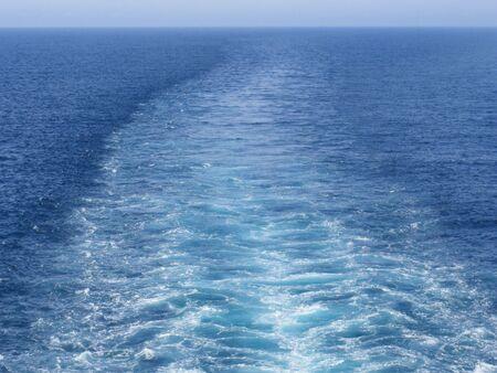 船からの波紋 写真素材 - 2409546