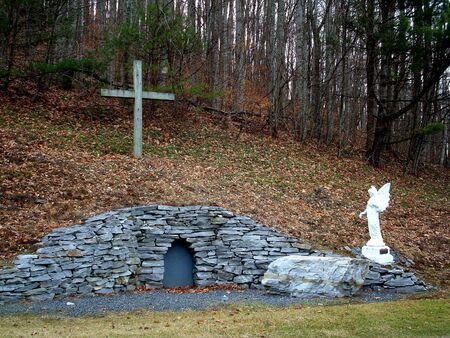 arose: Easter Scene