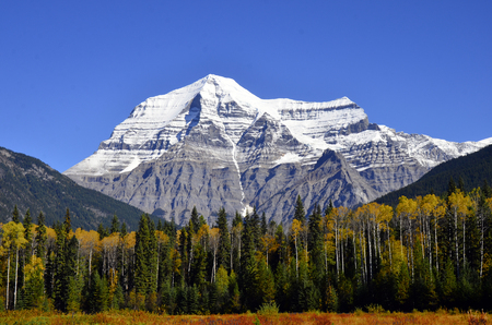 An image of Mount Robson in British Columbia, Canada. Фото со стока
