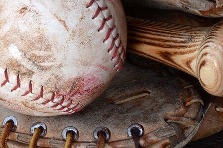 間近で、昔の画像を使用し、野球用具の汚れ。